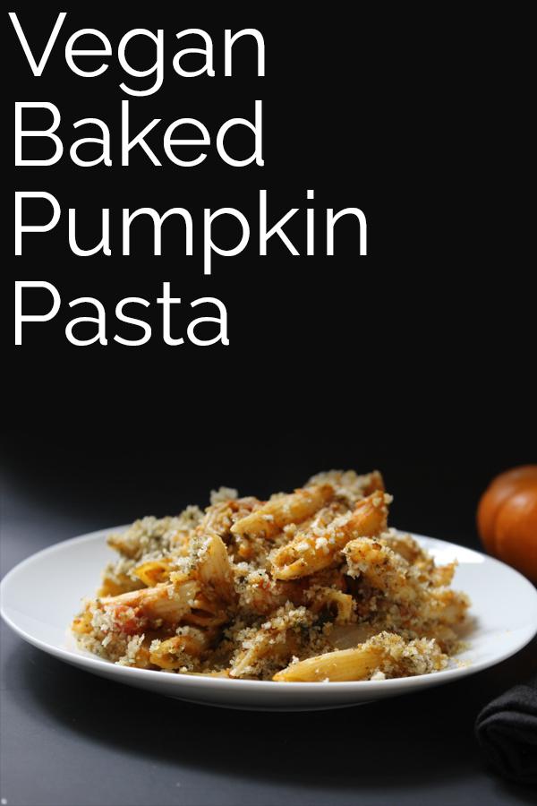 Vegan Baked Pumpkin Pasta! A flavorful pasta dish with a crunchy panko topping. A perfect fall dinner! #vegan #bearplate #pasta #pumpkin