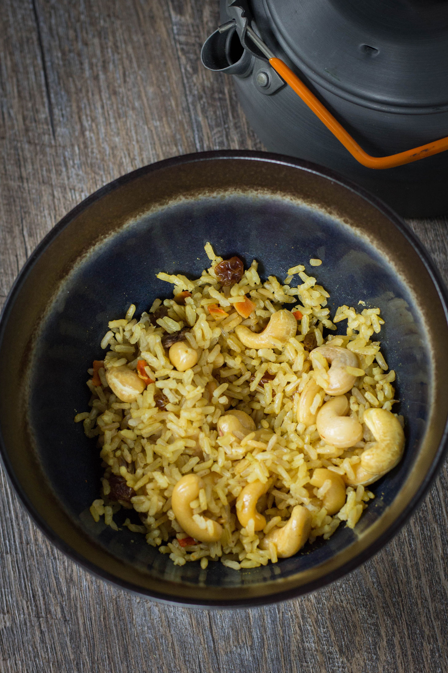 VEGAN BACKPACKING CURRY RICE! A very simple vegan curry rice perfect for the trail, lunch at work, or a busy weeknight dinner. #vegandinner #veganbackpacking #vegan #bearplate