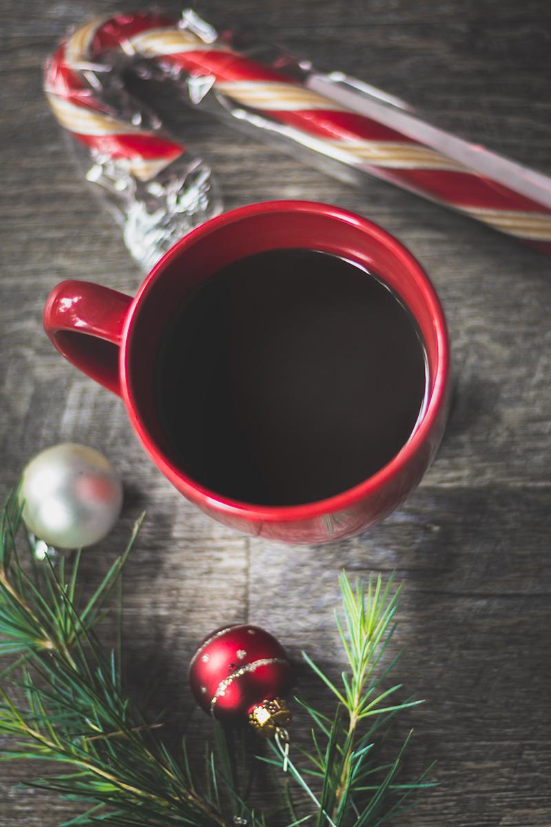 Candy cane hot chocolate! Perfect holiday treat! #vegan #glutenfree