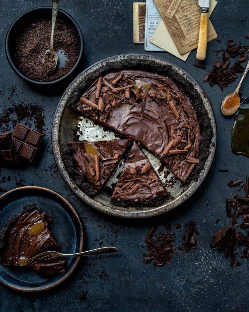 Vegan Recipes For Chocolate Lovers: no-bake tart.